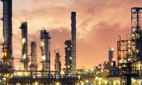 The Brazilian government sees the need to build refineries and already prospects investors abroad.